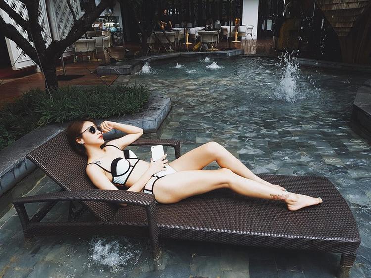 Hình ảnh diện bikini của Linh Thỏ trong một chuyến du lịch gần đây