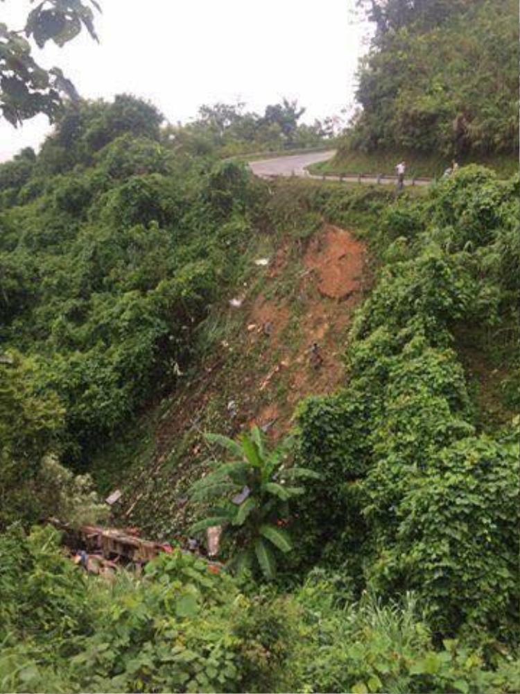 Thời điểm xảy ra tai nạn, lái phụ là Trần Văn Thắng (SN 1988 quê Kiến Xương, Thái Bình) điều khiển xe, còn lái chính nằm ngủ, bị tử vong.