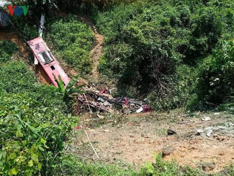 Vị trí xe gặp nạn là khúc cua đèo Cao Bắc, tại Km 250+400 QL3. Đoạn đường này đèo dốc cua nguy hiểm, tại đây từng xảy ra nhiều vụ tai nạn, được coi như điểm đen TNGT trên tuyến QL3. Ảnh: VOV.