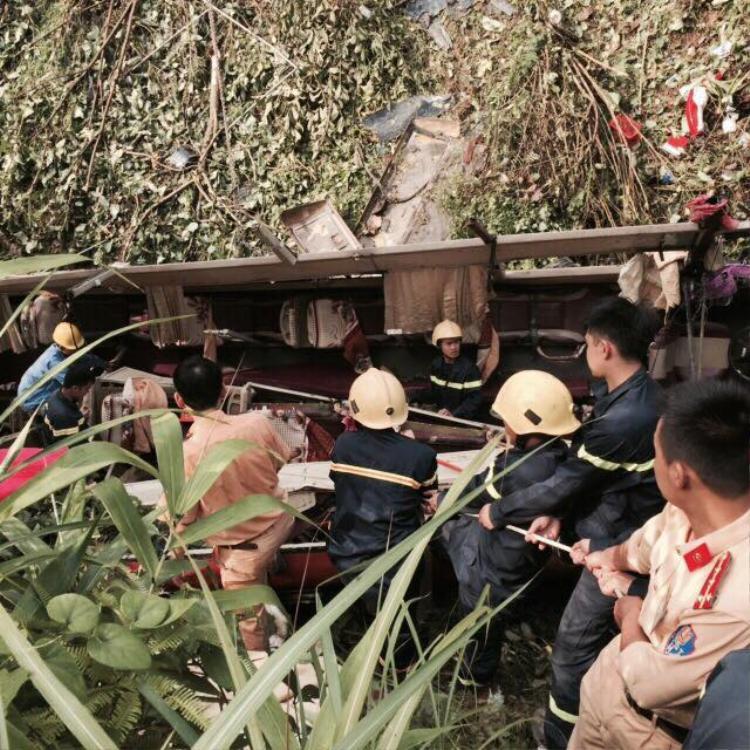 Ngay sau khi nhận được thông tin về vụ tai nạn,Phó Thủ tướng Thường trực Trương Hòa Bình yêu cầu các cơ quan chức năng khẩn trương cứu người, khắc phục hậu quả, đồng thời điều tra, làm rõ nguyên nhân vụ tai nạn thảm khốc trên. Ảnh: Báo Giao thông.