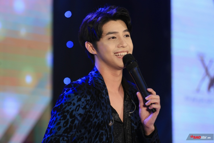 Noo Phước Thịnh xuất hiện cực bảnh trai tại sân khấu âm nhạc ở Hà Nội chiều 22/7.