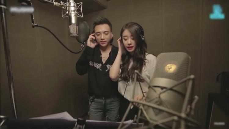 Hình ảnh Jiyeon và Soobin khi thu âm ca khúc Đẹp nhất là em.