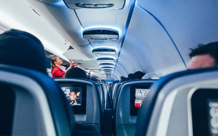 Hoá ra đây là lý do nhiệt độ trên máy bay lúc nào cũng khiến bạn cảm thấy lạnh rùng mình