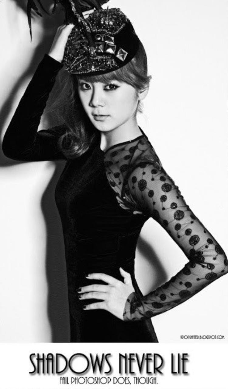 Lim (Wonder Girl): Hình ảnh này của LIM cho thấy nếu đã mất công Photoshop nhân vật chính thì người chỉnh ảnh cũng nên để ý một chút đến phần bóng của họ.