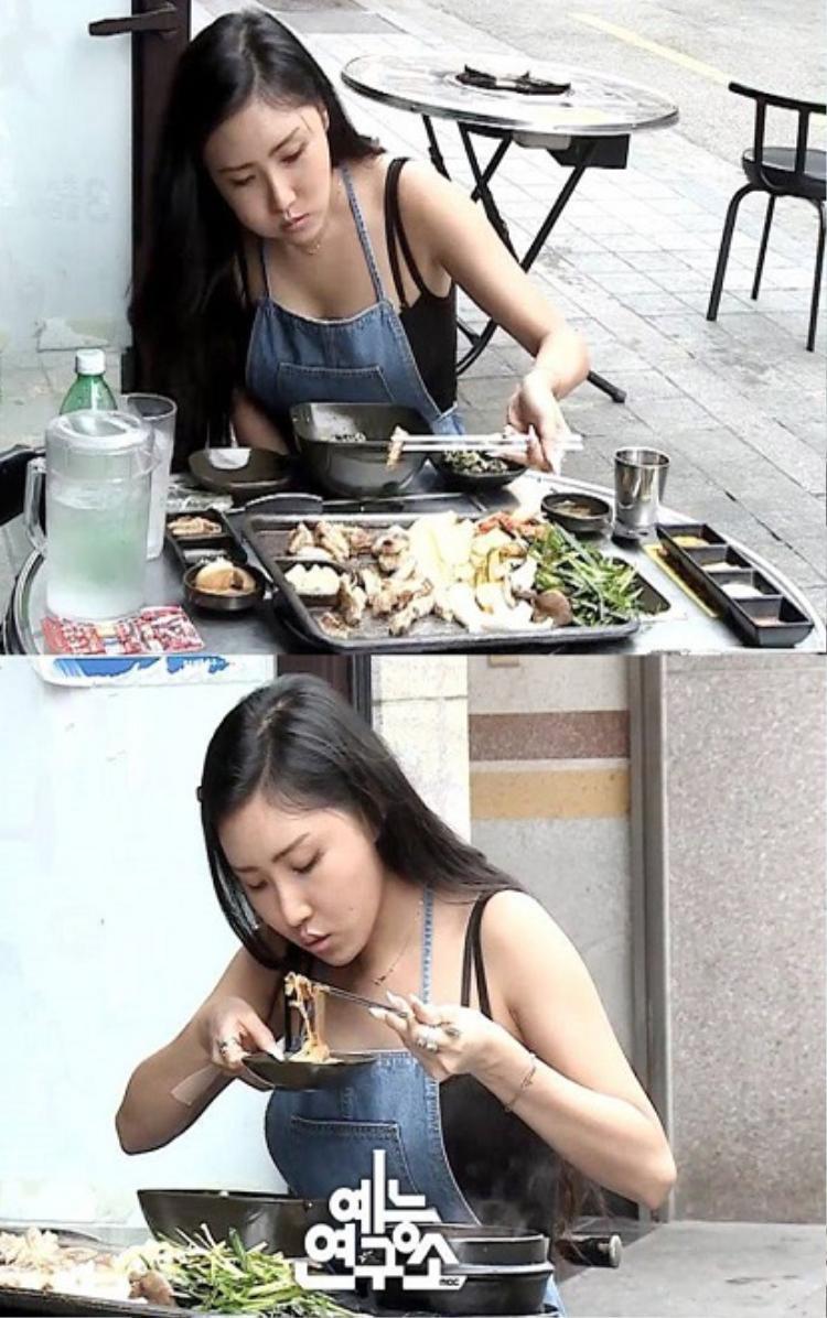 Mamamoo Hwasa ăn uosng ngon miêng trên show thực tế