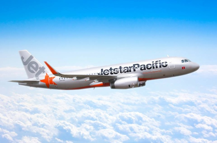Đánh vào đầu nữ tiếp viên trên máy bay Jetstar, nam hành khách bị phạt 15 triệu đồng
