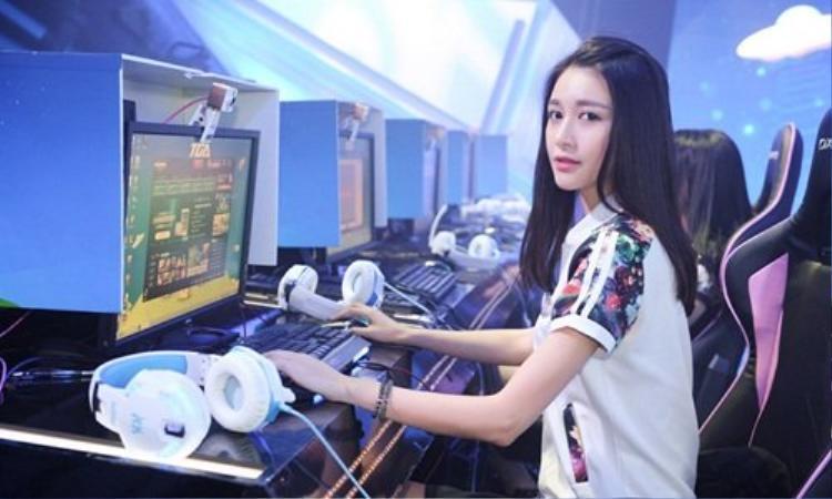 Một cô bạn gái dịu dàng, dễ thương và biết chơi game chắc chắn sẽ là mẫu người yêu lý tưởng của nhiều chàng trai. (Ảnh minh họa).