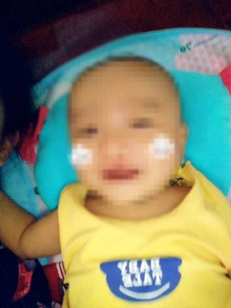 Bé trai 4 tháng tuổi vừa mới qua đời khiến vợ chồng anh Sơn cùng người thân vô cùng đau xót.