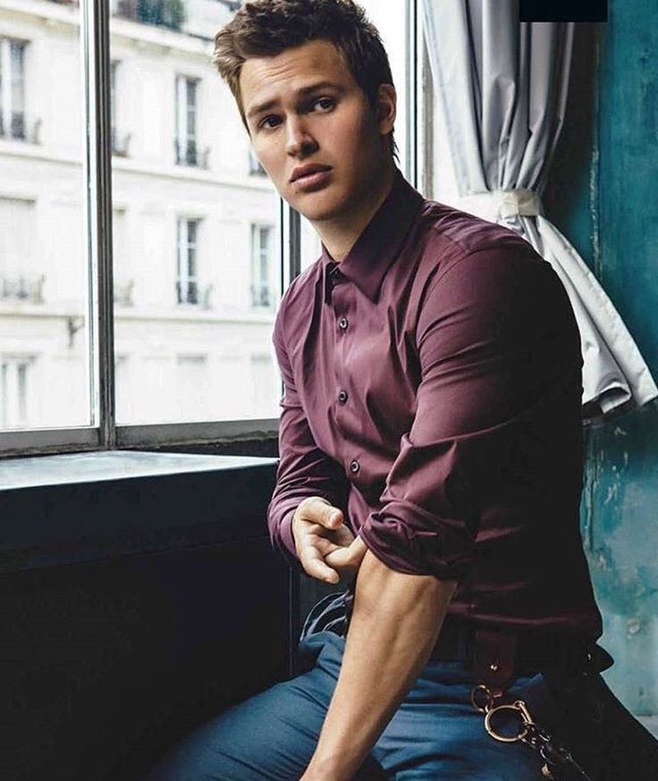 """Ansel Elgort nổi tiếng với vai diễn trong """"The Fault in Our Stars"""", """"Carrie"""", """"Baby Driver"""",…"""