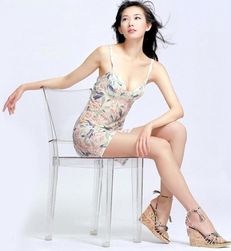 """""""Đôi chân số một Đài Loan"""" sở hữu độ dài chân lên đến 113cm."""