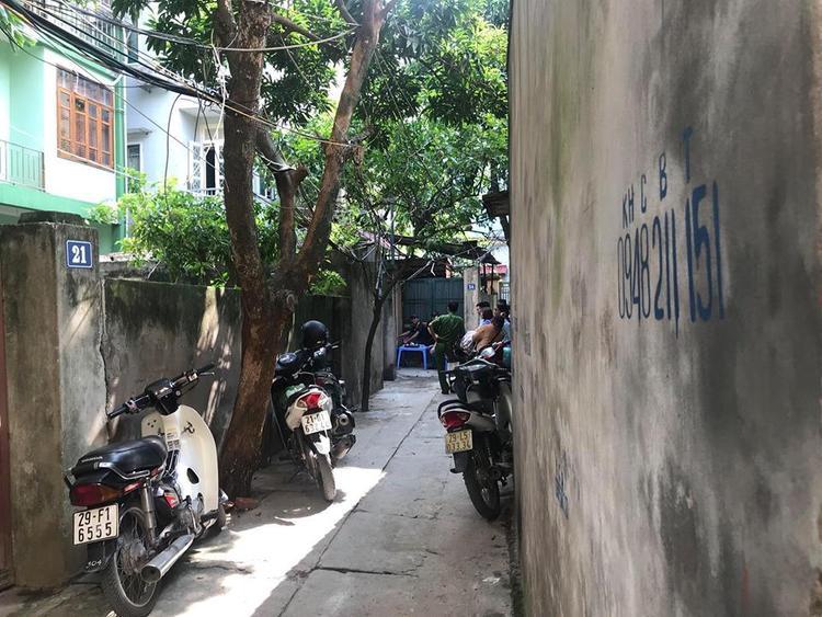 Sáng 24/7, lực lượng công an khám nghiệm ngôi nhà nơi xảy ra sự việc.