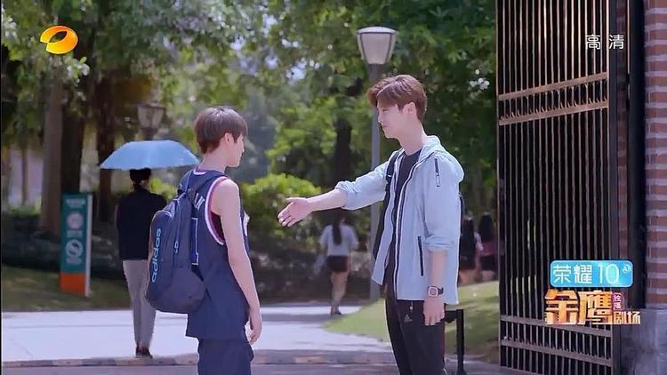 Vừa bước chân vào trường, Minh Thiên đã đắc tội đàn chị Trình Á Nam vì nghĩ cô là con trai.