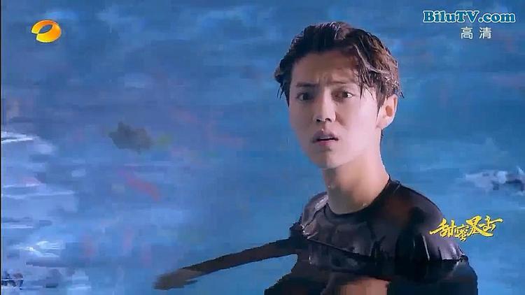 Mới 2 tập đầu 'Điềm mật bạo kích, Quan Hiểu Đồng đánh Lộc Hàm trong nhà tắm