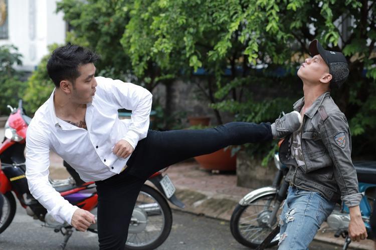 Ưng Hoàng Phúc: Đóng cảnh tình cảm cùng diễn viên trẻ rất khó khăn