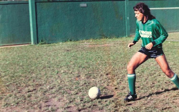 Carlos Kaiser muốn thoát nghèo bằng cách không cần chơi bóng.