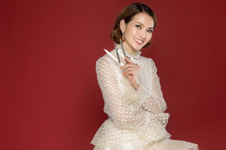 Ở tuổi 40 người mẫu Anh Thư vẫn trẻ trung, xinh đẹp lấn át đàn em