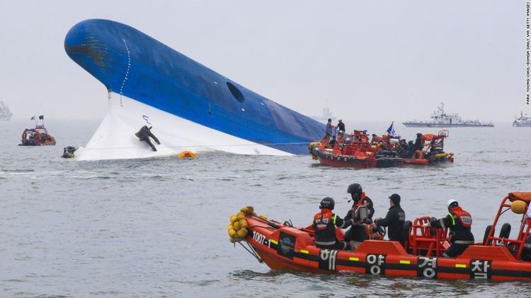 Khơi dậy vụ chìm phà Sewol, phim của Song Ji Hyo-Park Shi Hoo có khả năng bị tẩy chay dù chưa lên sóng