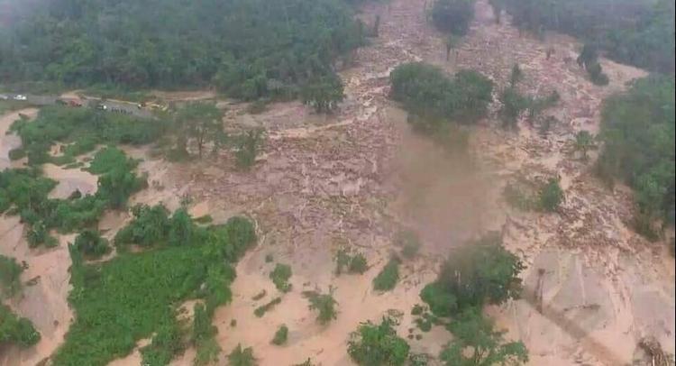Theo tờ Vientiane Times đưa tin, đập thủy điện vỡ khiến ít nhất 4.200 người bị ảnh hưởng, trong khi vẫn chưa có số liệu thiệt hại chính thức.