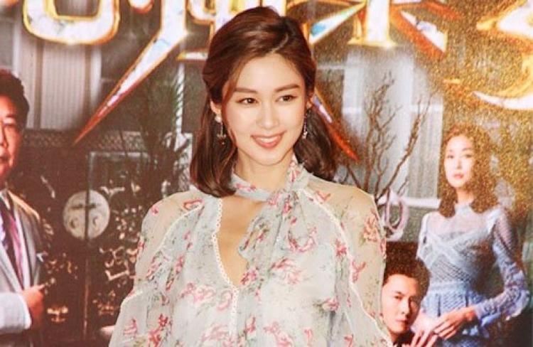 """Sau """"Sóng gió gia tộc"""", nữ diễn viên Sầm Lệ Hương cũng không ký tiếp hợp đồng với TVB."""