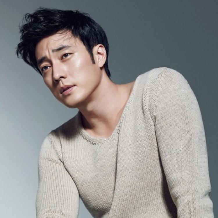 Và mới nhất, anh đã quyết định sẽ về chung một nhà với tài tử Jo Ji Sub.