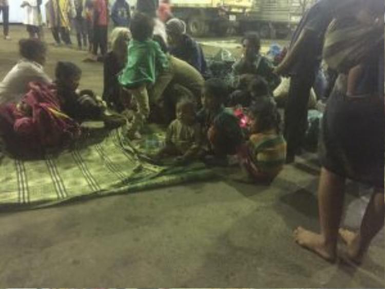 Hiện chính quyền địa phương đang kêu gọi cả nước ủng hộ các nhu yếu phẩm như lương thực, quần áo cho người dân gặp nạn.