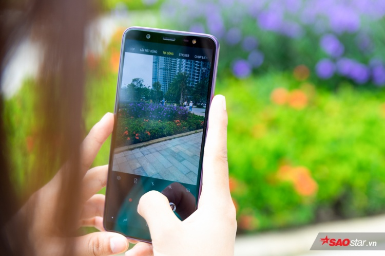 Giao diện ứng dụng chụp hình trên Galaxy J8 tương tự như nhiều smartphone khác hiện nay của Samsung