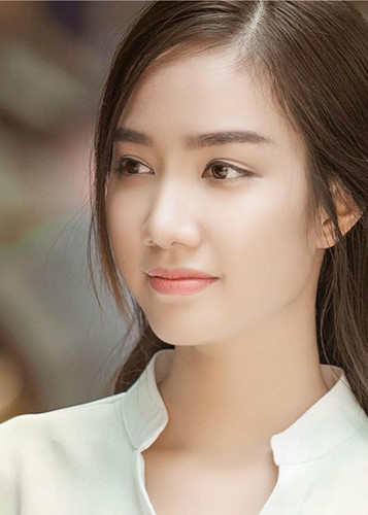 Trước cuộc thi Hoa hậu Việt Nam 2018, Hồng Tuyết từng tham gia cuộc thi Nữ sinh viên Việt Nam duyên dáng 2015.