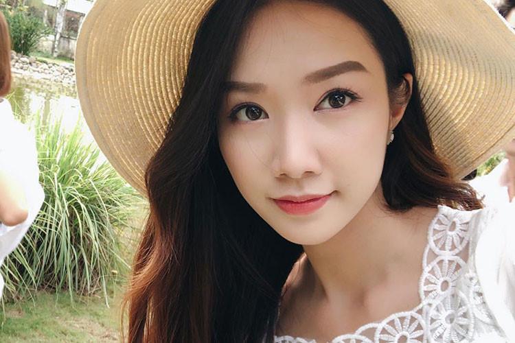 Tại cuộc thi Hoa hậu Bản sắc Việt toàn cầu 2016, Hồng Tuyết dừng chân ở chung kết.