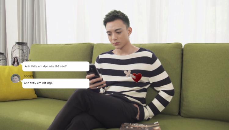 """Mở đầu MV là một loạt tin nhắn """"thả thính"""" nhau của cặp đôi."""