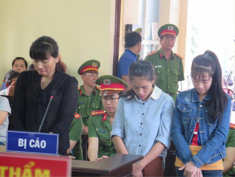 3 bảo mẫu mầm non Mầm Xanh tại tòa, từ trái sang: Linh, Đào, Huỳnh. Ảnh: Người lao động.