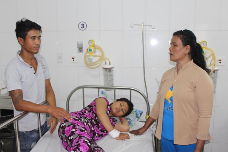 Chị Phương đang điều trị tại Bệnh viện đa khoa Bạc Liêu. Ảnh: báo Vietnammoi.