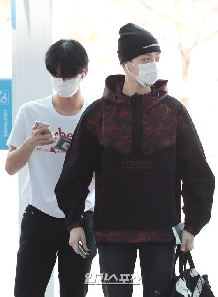 Wanna One tại sân bay Hàn Quốc.