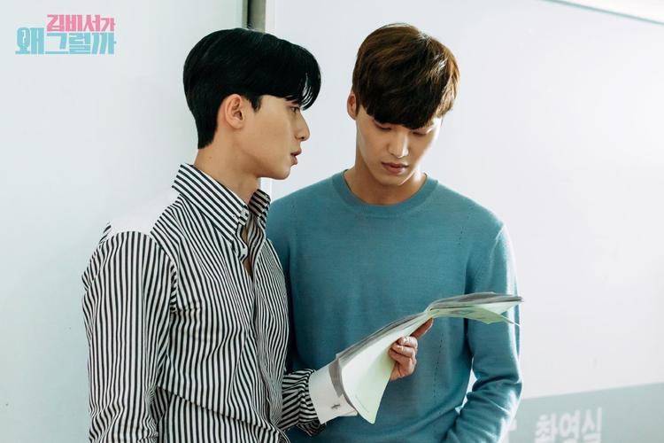 Trao đổi, tập luyện cùng Lee Tae Hwan.