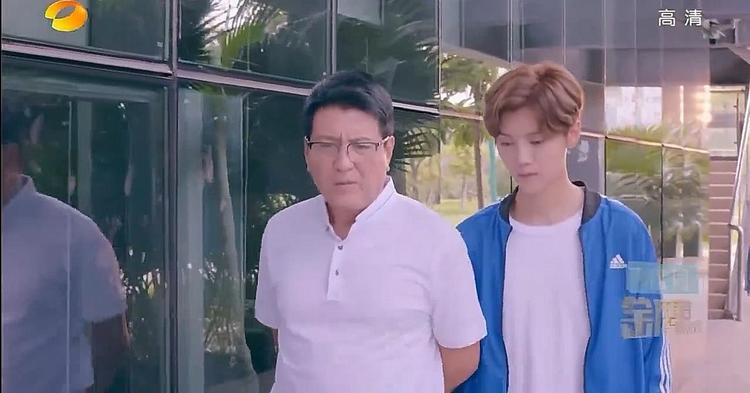 Tập 5  6 Điềm mật bạo kích: Lộc Hàm vô tình bắt gặp Quan Hiểu Đồng đi xem mắt