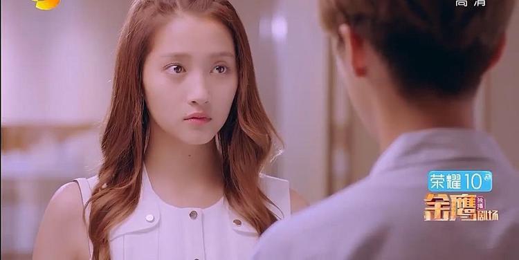 Phương Vũ biết Minh Thiên vì cô mà mất việc, muốn dùng tiền đền bù cho anh nhưng Minh Thiên cho cô biết có những chuyện còn quan trọng hơn tiền.