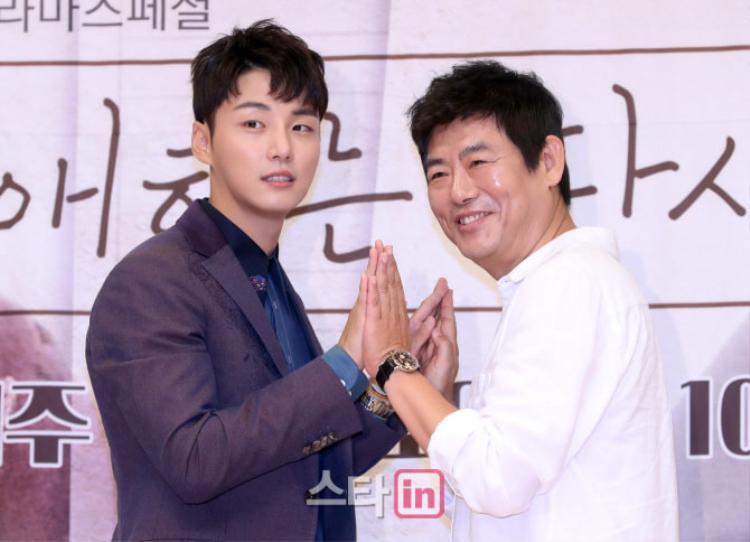 """Yoon Si Yoon và Sung Dong Il tại buổi họp báo """"Your Honor"""" vừa qua."""