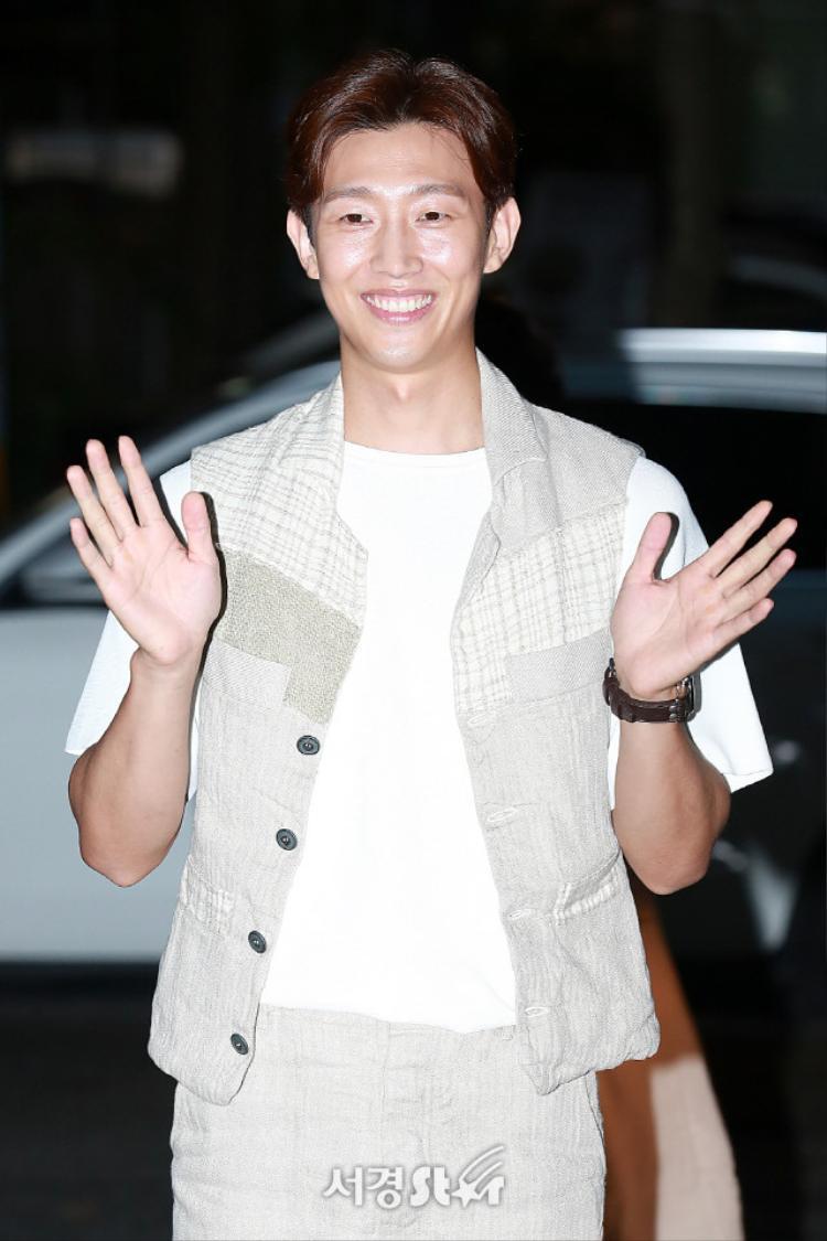 Kang Ki Young.