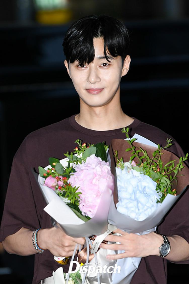 Park Min Young, Park Seo Joon và Lee Tae Hwan tươi không cần tưới trong buổi tiệc kết thúc phim Thư ký Kim
