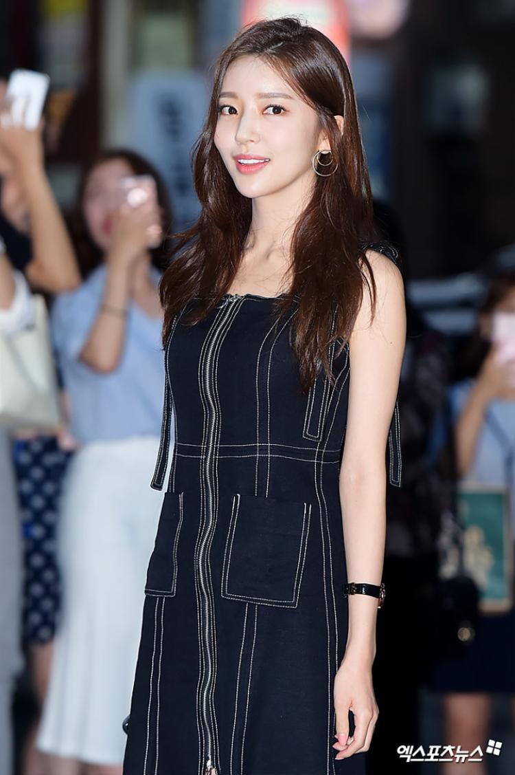 Hong Ji Yoon.