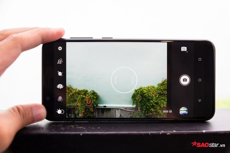 Google Camera là ứng dụng chụp ảnh mặc định trên máy, giao diện không cuốn hút cho lắm