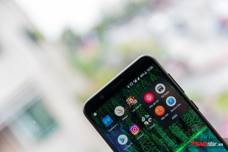 Dùng Android thuần nên máy cài sẵn rất ít ứng dụng, của Asus chỉ có 4 và thêm Facebook, Messenger và Instagram
