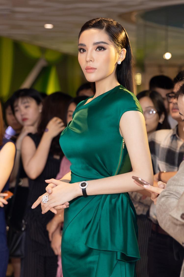 Người đẹp nổi bật giữa sự kiện.