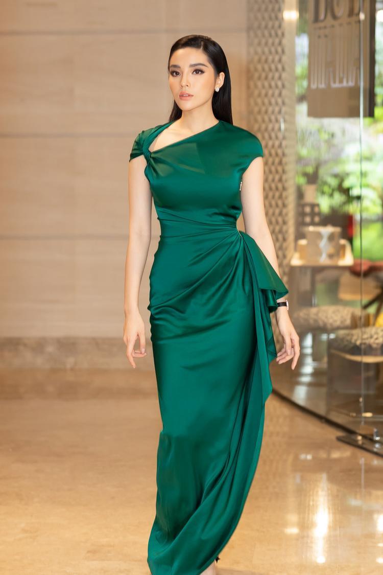 Dù đã đăng quang Hoa hậu Việt Nam được 4 năm nhưng cái tên Kỳ Duyên vẫn đầy sức hút.