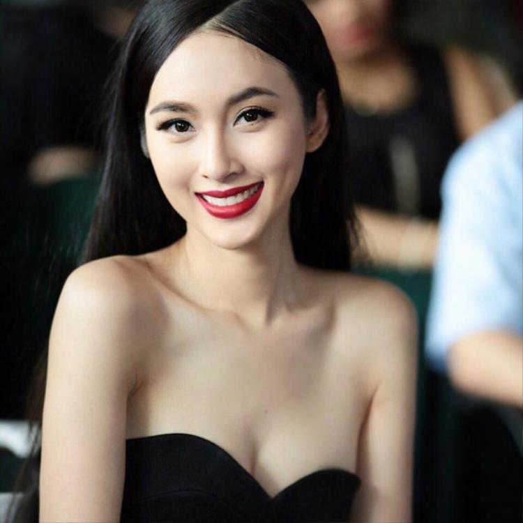 Nong Poy sở hữu 1 gương mặt xinh đẹp, ngọt ngào và 1 nụ cười rạng rỡ, thu hút.