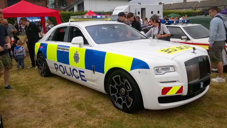 Sussex, Anh - Rolls-Royce Ghost Black Badge: Vào năm 2017, hãng xe sang Rolls-Royce đã cùng cảnh sát vùng Sussex, Anh hợp tác để cho ra mắt phiên bản Rolls-Royce Ghost Black Badge dành cho cảnh sát. Đáng tiếc là, Rolls-Royce sau đó đã thu hồi chiếc xe này và trả lại nguyên bản.
