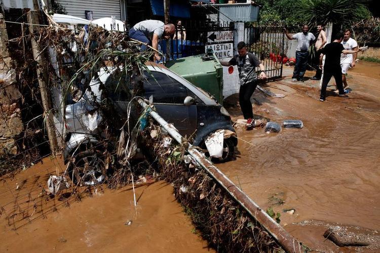Mưa lớn và lũ lụt ở Hy Lạp khiến nhiều tuyến đường phải ngừng hoạt động.