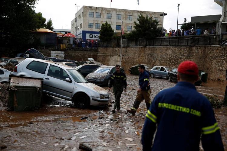 Khoảng 95 lính cứu hỏa cùng 40 chiếc xe và một chiếc xuồng đã được điều động tới những vùng bị ảnh hưởng để cứu trợ, sơ tán người dân tới nơi an toàn và khắc phục hậu quả do lũ lụt gây ra.