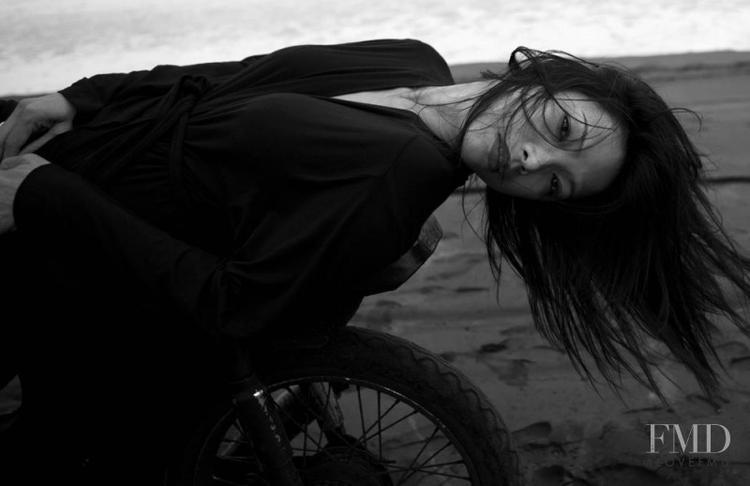 Nếu tính đến thời điểm hiện tại, Nàng là người mẫu Việt thành công nhất trên thị trường quốc tế khi từng là gương mặt đại diện cho nhiều nhà mốt hàng đầu như Chanel, John Galliano, Fendi, and Christian Dior… Ngoài ra, còn xuất hiện trên các tạp chí thời trang uy tín như: Harper's Bazaar, FMD…