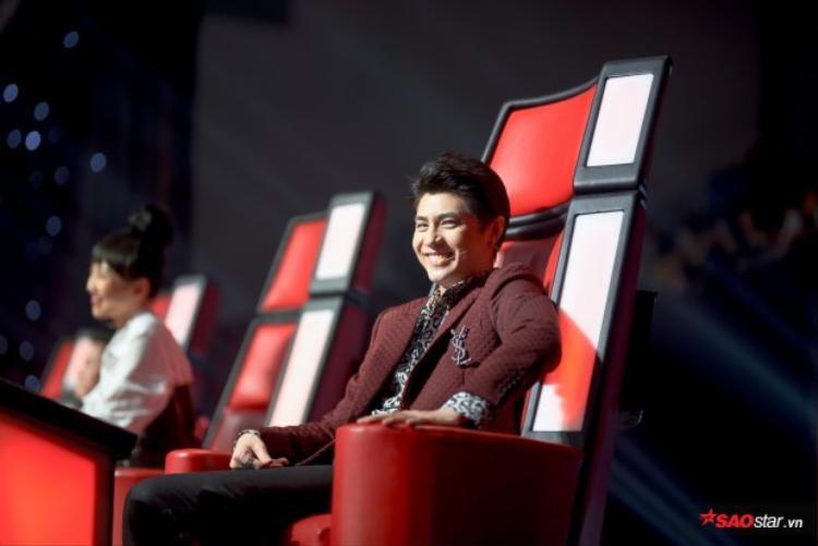 Tại The Voice 2018, Noo Phước Thịnh luôn chiếm được tình cảm từ khán giả vì ngoài tính chuyên môn cao, anh luôn thể hiện sự dễ thương và gần gũi.