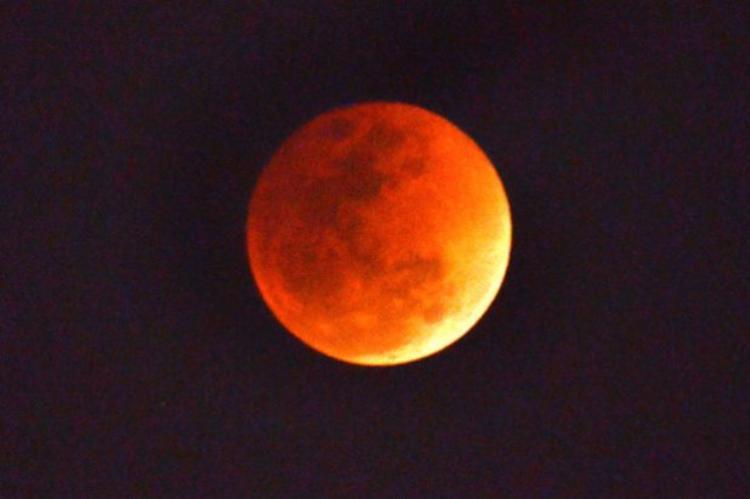 Những người yêu thiên văn sẽ được chứng kiến một hiện tượng thế kỷ vào đêm nay. Ảnh:Best Worldwide News
